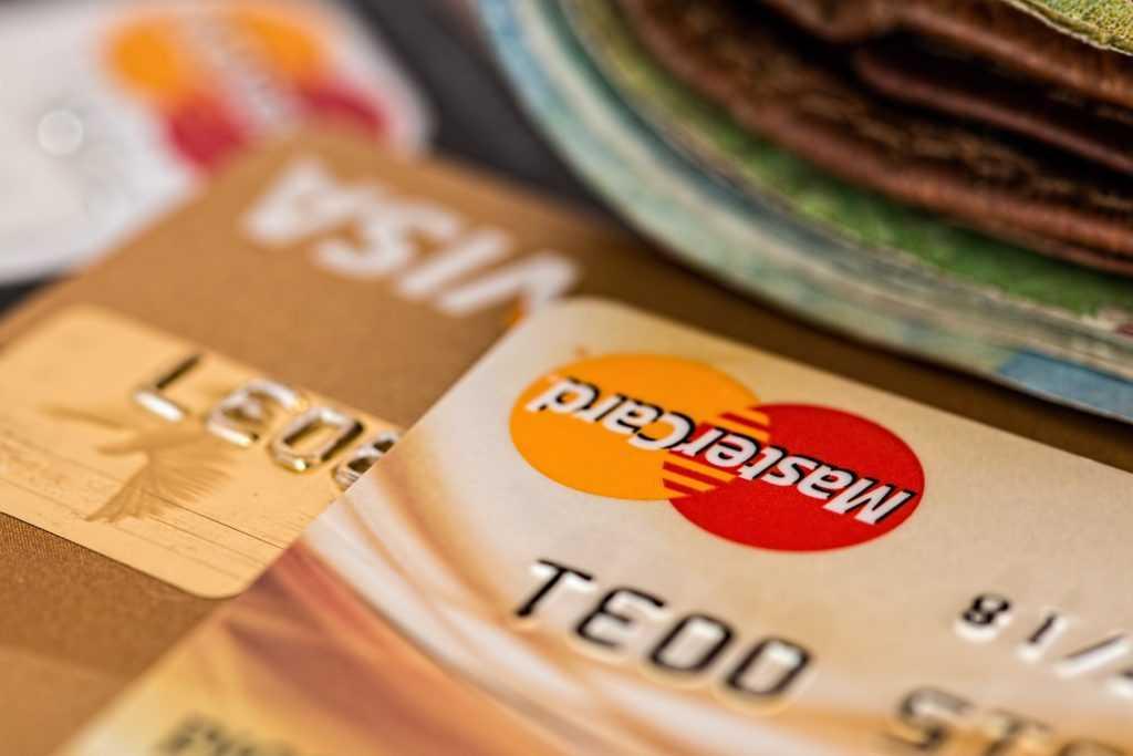 Платежи с помощью пластиковых карточек