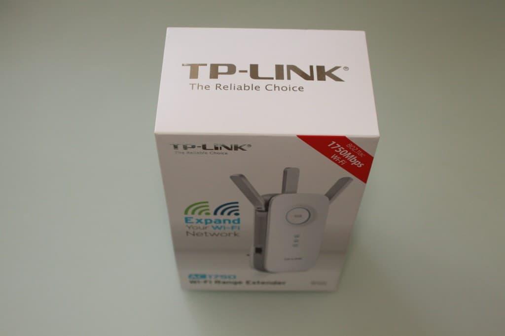 Упакован TP-Link RE450 красиво. В стиле Apple...